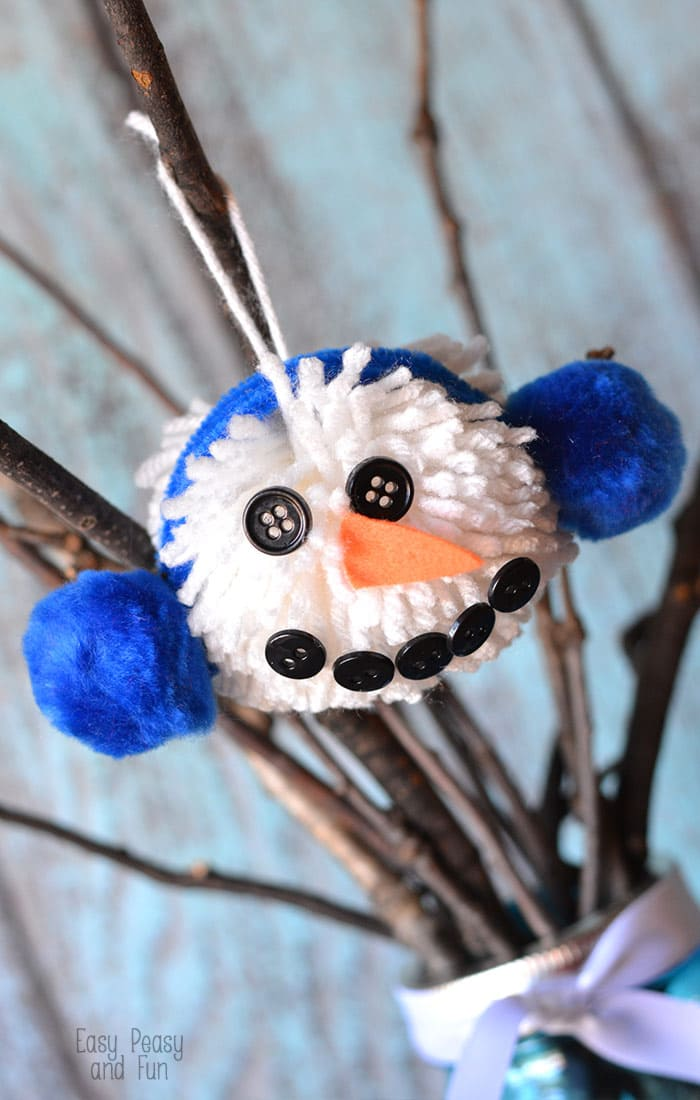 Easy Snowman Snack: Pom Pom Snowman Ornament