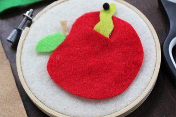Felt Apple Craft – Back to School Crafts for Kids