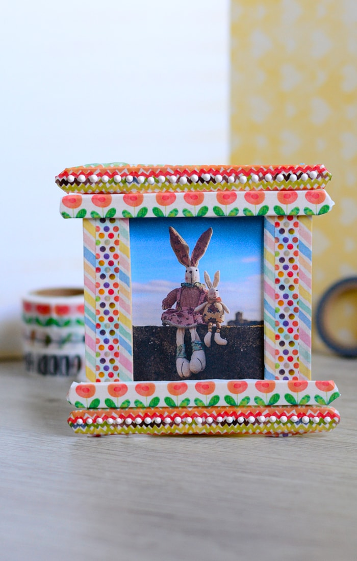 Craft stick frame popsicle stick crafts easy peasy and fun for Picture frame crafts for adults
