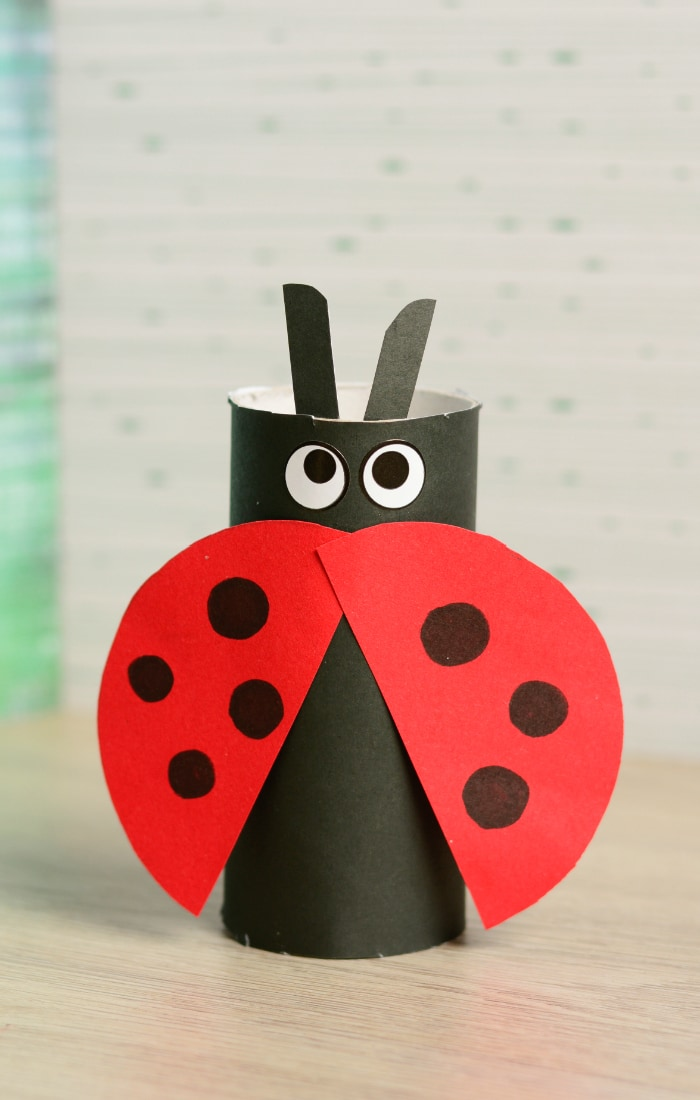 Toilet paper roll ladybug craft easy peasy and fun for Paper roll projects