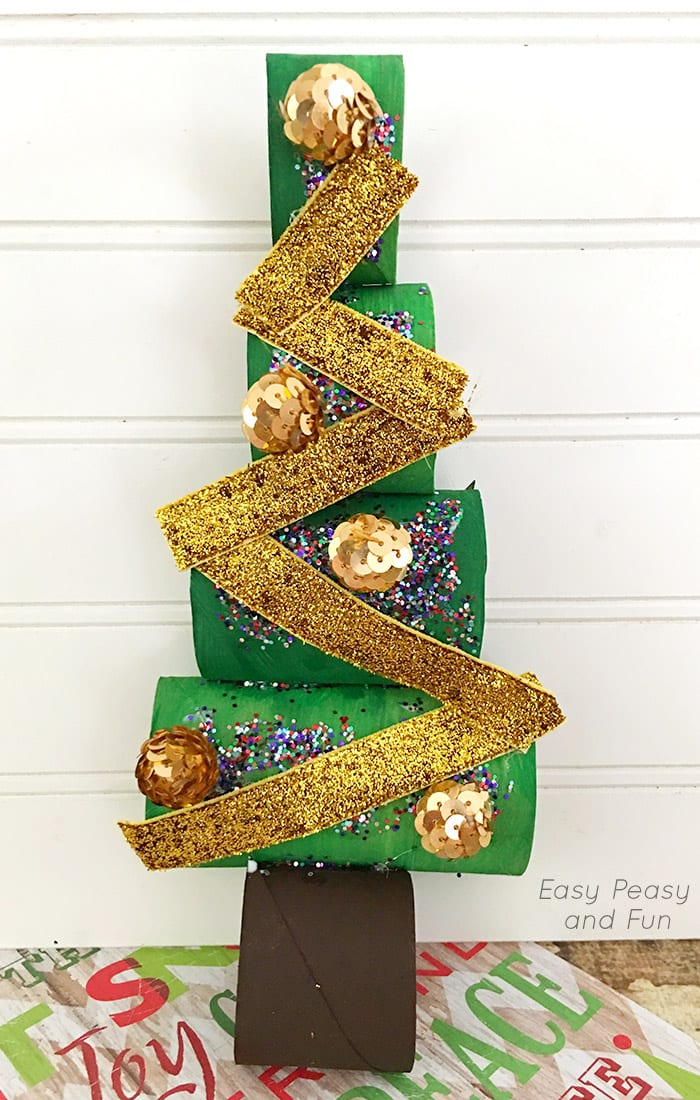 Paper roll christmas tree craft easy peasy and fun for Christmas crafts to make