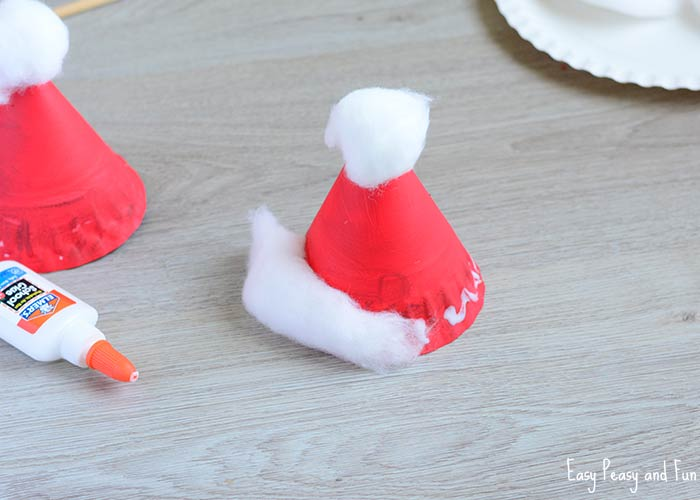 3 Ways to Make a Santa Hat - wikiHow | 500x700