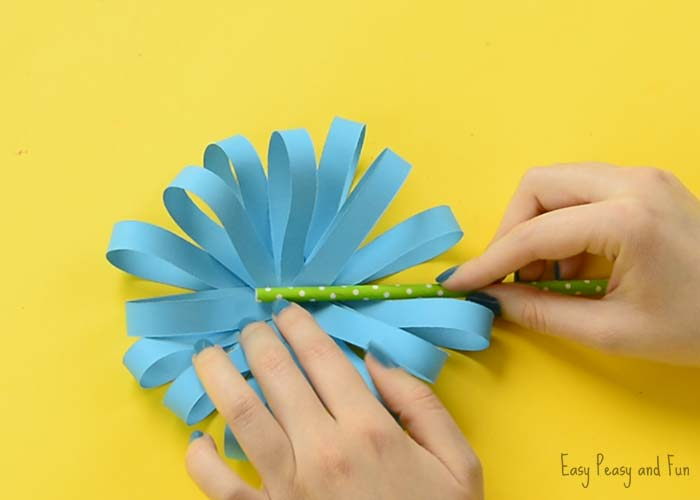 Paper flower craft easy peasy and fun once you are happy with how full your paper flower craft is looking apply some glue onto the green paper straw and press it in the middle of the flower mightylinksfo