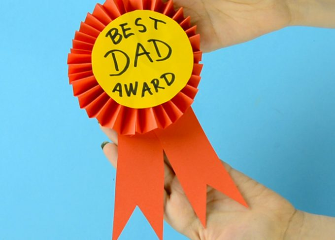 DIY Paper Award Ribbon – Father's Day Craft Idea