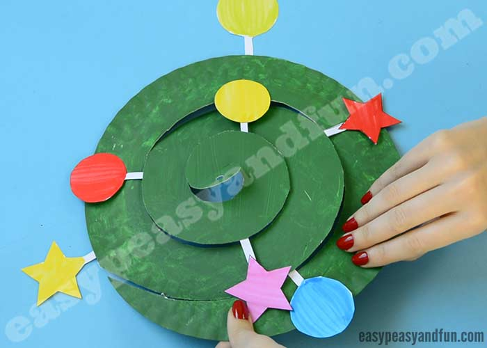 rocking paper plate christmas tree swirling paper plate tree easy peasy and 7105