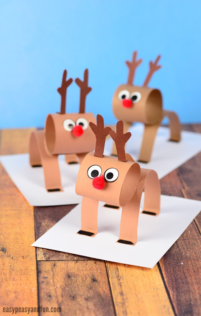 3D Construction Paper Reindeer Craft for Kids. A super fun Christmas Craft for Kids.