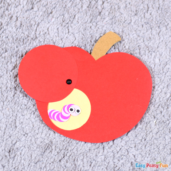 Worm in an Apple Paper Craft